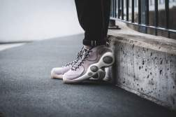 nike-nikelab-zoom-flight-95-lilac-941943-600-mood-2